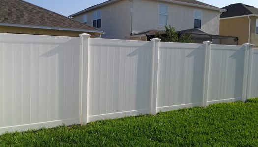 Vinyl Privacy Fence With New England Caps - Tampa, Florida